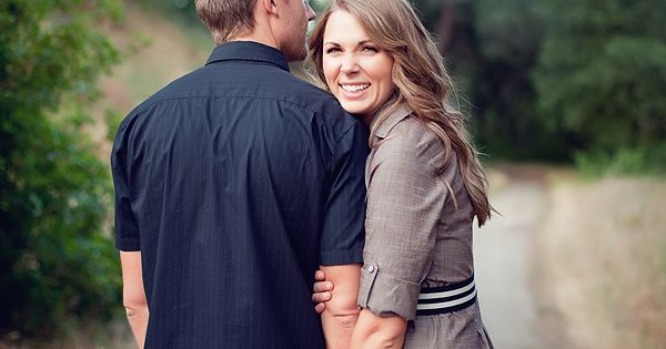 Engagement Picture Outfit Ideas: Dark colors and neutrals complement each other and