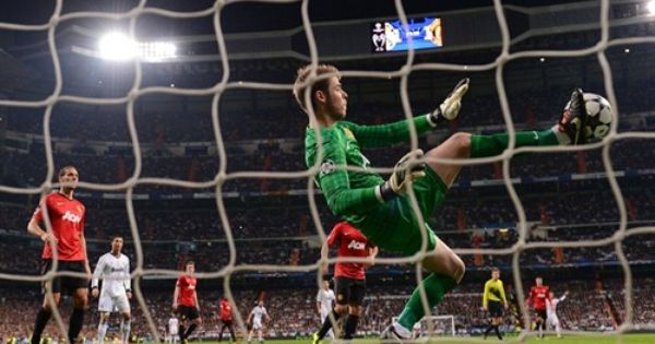 Because Using Your Hands Is Too Mainstream So Use Foot Amazing Save By David De Gea Against Real Ma Manchester United Real Madrid Manchester United Goalkeeper