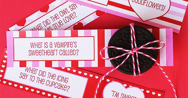 Free printable Valentine's Day school lunch jokes from chickabug. These are so