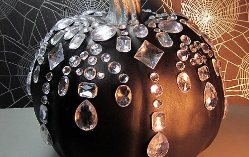 Black BeaDazzled Pumpkin: Glamorous Halloween idea ;)