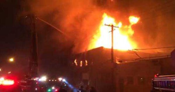 Massive Fire In Chicago S Avondale Warehouse Avondale Massive Fire