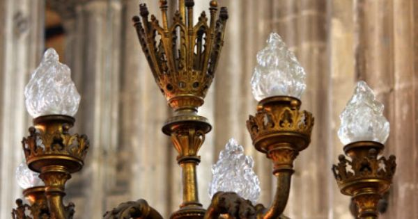Chandeliers inside the stunning l 39 eglise saint eustache for Domon furniture st eustache
