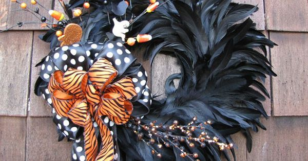 Halloween wreath, the black feather wreath can be home to different themes
