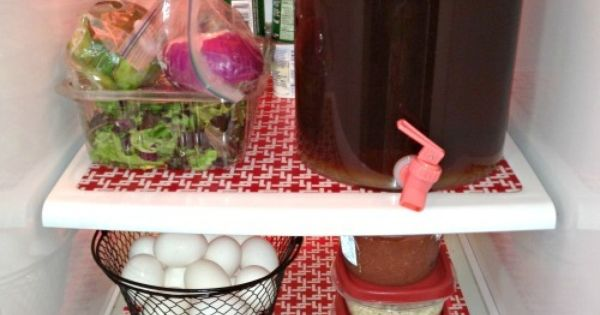 DIY Fridge mats- Plastic place mats cut to fit the shelves -