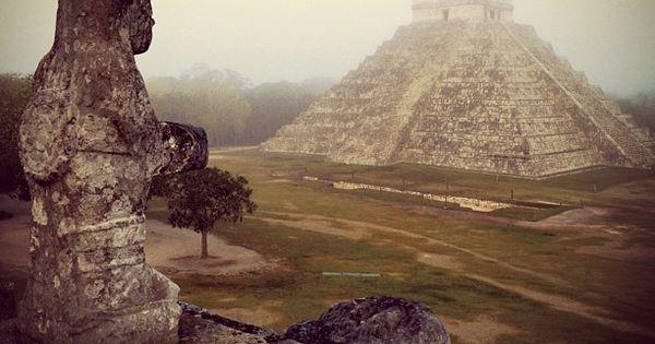 #Mexico landmark Maya Temple: El Templo Maya Kukulkán, la Serpiente Emplumada y