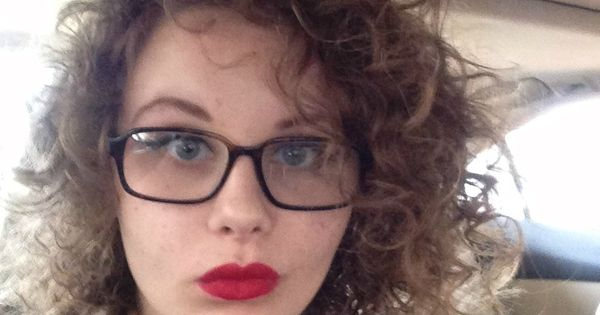 Curly hair, red lips, glasses, hipster girl | 3/4 Indie 1 ...