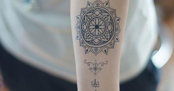 Pas cher tatouage temporaire fleur vatican totem for Livraison fleurs pas cher livraison gratuite
