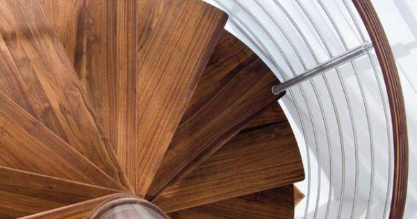wundersch ne wendeltreppe holz metall gel nder treppen. Black Bedroom Furniture Sets. Home Design Ideas