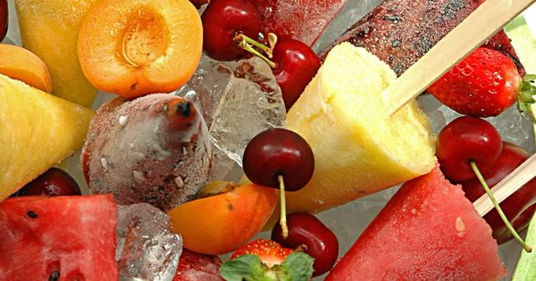 Fruit+Lollies+8 Countdown to Christmas Menu Festive Fruit Lollies