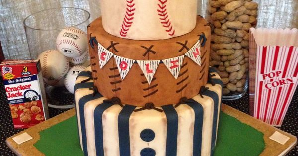 Vintage baseball themed cake.