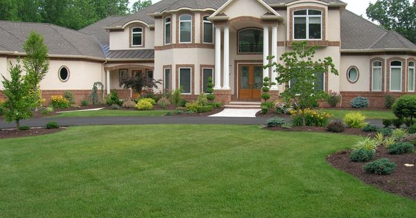 38 Homes That Turned Their Front Lawns Into Beautiful: Pictures Of Landscaping For A Rambler House In Mn