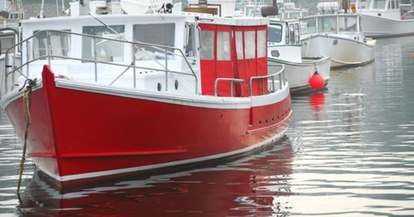 Red fishing boat in perkins cove near ogunquit maine for Boat fishing near me