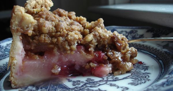 Deep-dish Winter Fruit and Walnut Crumb Pie: I found this recipe in ...