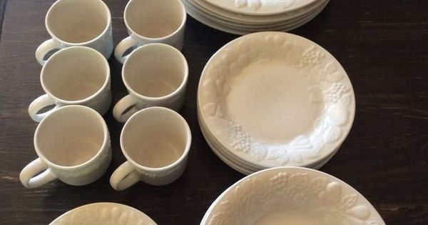 40 Pieces Gibson Embossed Raised Fruit White Dinnerware