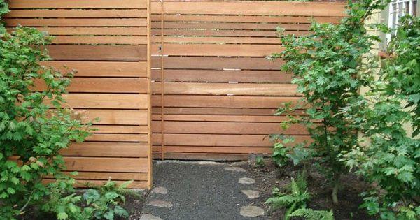 Fassadengestaltung modern stein  vorgartengestaltung modern sichtschutz holz steine pflanzen ...