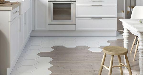 id e d coration de sol le mariage des genres carrelage hexagonal cuisine ouverte et parquet. Black Bedroom Furniture Sets. Home Design Ideas