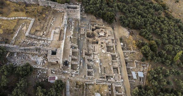 Late Roman Cisterns Unearthed In Metropolis En 2021 Metropoli Cisternas De Agua Roma Antigua