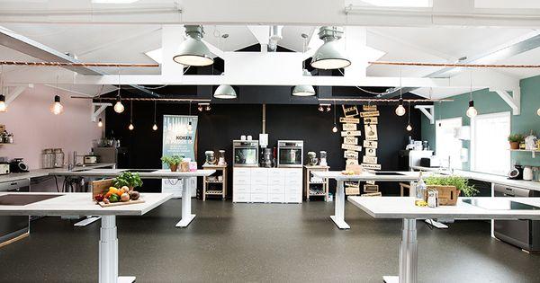 Koken eten daten kookstudio met in hoogte verstelbare aanrechten voor iedereen toegankelijk for Foto van interieurontwerp