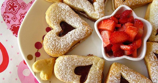 Valentine Linzer Cookies by The Purple Foodie love this cookie ♥