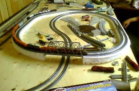 What are some good examples of a layout for a 4x8 HO-scale train set?