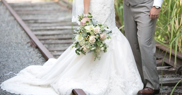 Elegantly natural bridal bouquet  by Monday Morning Flowers Princeton NJ www.perfectweddingflowers.com