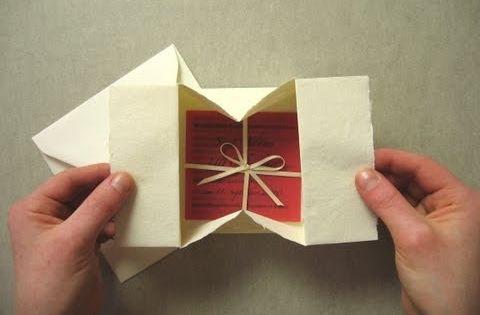 Enveloppe qui s 39 ouvre en bo te origami contenant for Bureau qui s ouvre