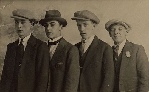 1930s Four Smart Young Men Photograph Owner Tintrunk Url Http Www Flickr Com Photos Trevira 65 Fashion Through The Decades Mens Fashion Casual Mens Fashion