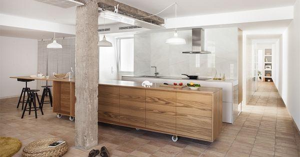 Funktionale Wohnküche Mit Terracotta Boden Und Weißen Wänden |  Minimalistische Küche | Pinterest