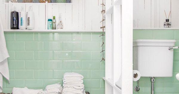 D coration scandinave une salle de bain en blanc et vert for Deco salle de bain vert menthe