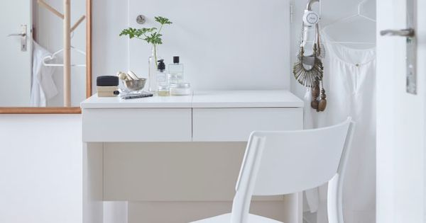 coiffeuse blanche avec chaise blanche devant ikea shopping diy pinterest coiffeuse. Black Bedroom Furniture Sets. Home Design Ideas