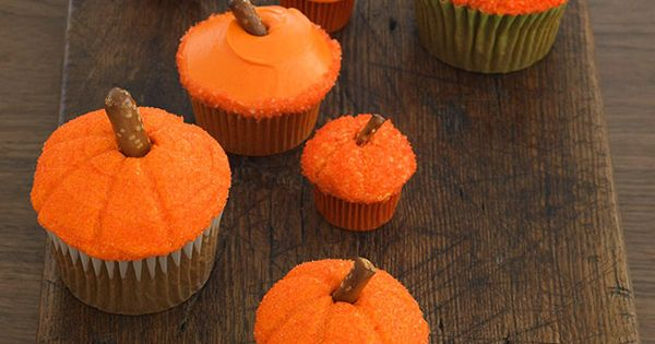 Easy Pumpkin Cupcakes With such a simple design, these pumpkin cupcakes can