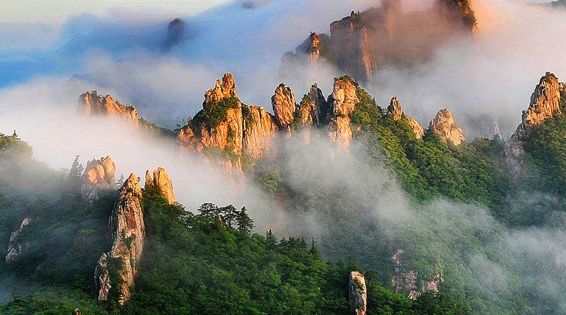 Seoraksan National Park, located on the east and center of the Korean
