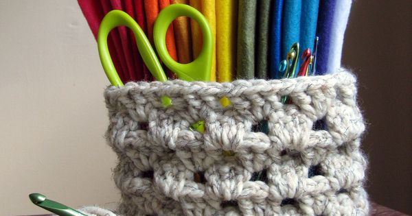 Teach yourself how to crochet with a list of links to helpful