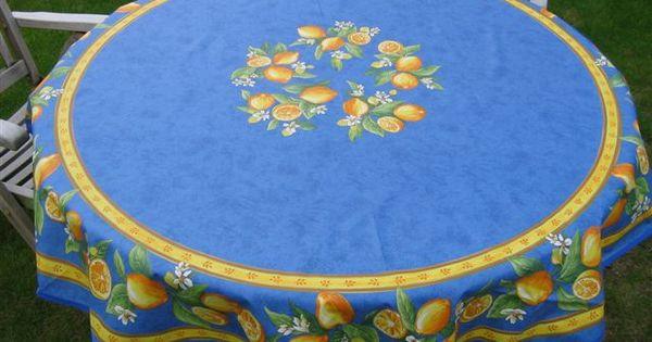 Een Afneembaar Rond Frans Tuin Tafelkleed Met Citroentjes