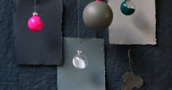 DIY / Christmas tree painted ornaments