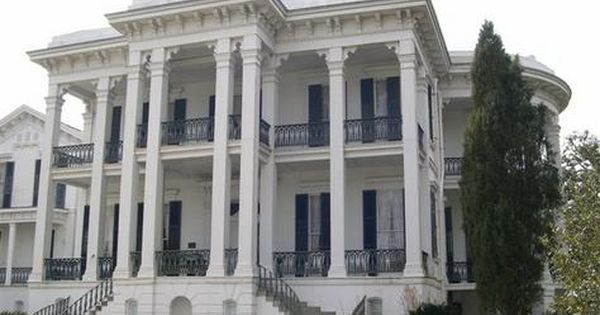I love southern plantation homes! my dream home!!
