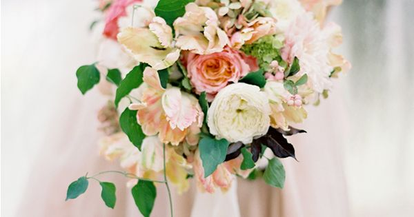 Bouquet - The most gorgeous peach bouquet via Once Wed