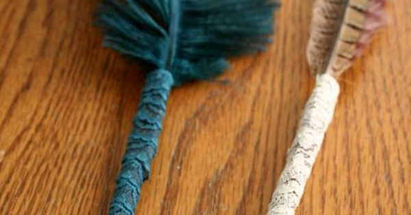 These feather pens are so cute, and so easy to make! Witch