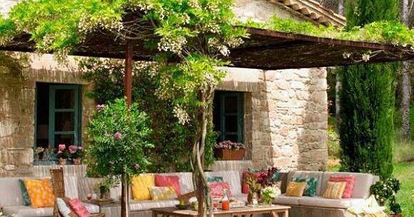 Jardines y terrazas con mucho color decoraciones de - Decoracion de terrazas y jardines ...
