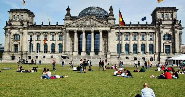 Como Reservar Entradas Para Subir A Visitar El Parlamento Bundestag Reichtag De Berlin En Visita Guiada Y Subir A La Cupula De Norman Viajes Cupulas Entradas