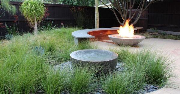 Gartenbank modern beton  Gartenbank aus Beton und Feuerschale bilden bequeme Sitzgruppe ...