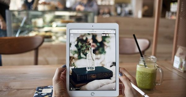 iPad Pro in the cafe – ideal for your blog, iPad Pro mockup, to enhance your website or to showcase your website template, wordpress theme or a typography on the screen.