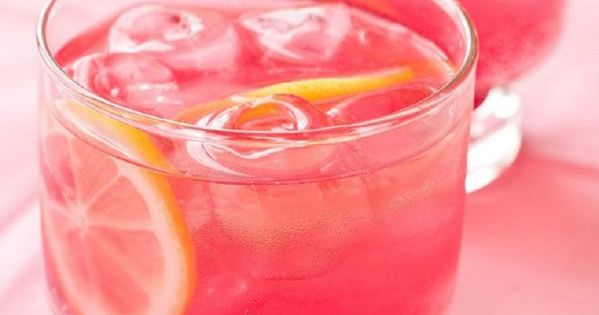 Pink lemonade cocktail raspberry vodka 16 best summer for Pink cocktails with vodka