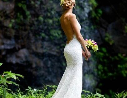 open back, had to put one wedding dresss on there. like this.