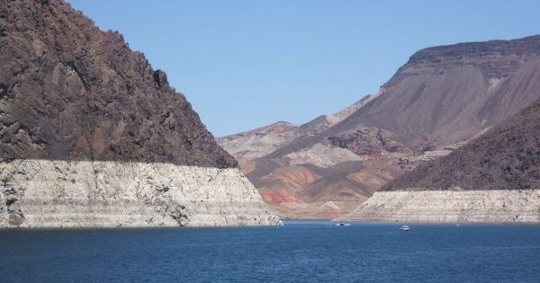 Lake mead largest man made lake nevada the amazing for Fishing lake mead from shore