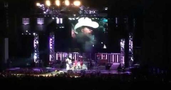 Toby Keith Honors A 93 Year Old Hero Vet Country Music News Top Country Songs Hero