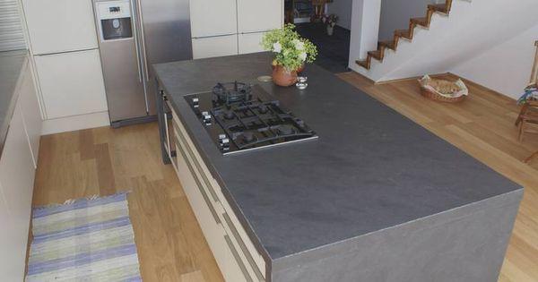 anthrazitfarbene schiefer arbeitsplatte mit seitenwangen. Black Bedroom Furniture Sets. Home Design Ideas