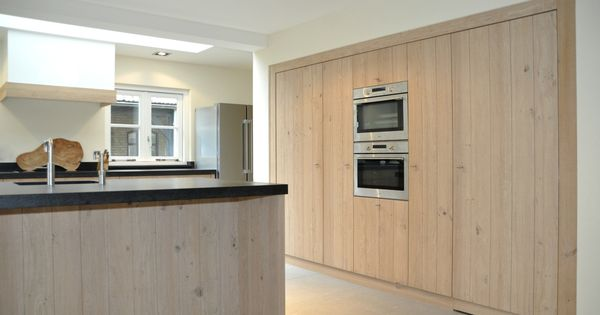 Verborgen deur in kastenwand keuken herijgers keukens pinterest - Tafel centraal eiland ...