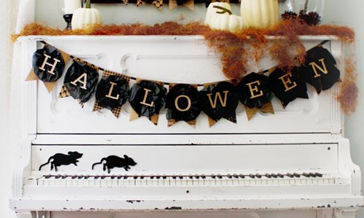 DIY Happy Halloween banner. Brilliant! If you have no fireplace mantle to