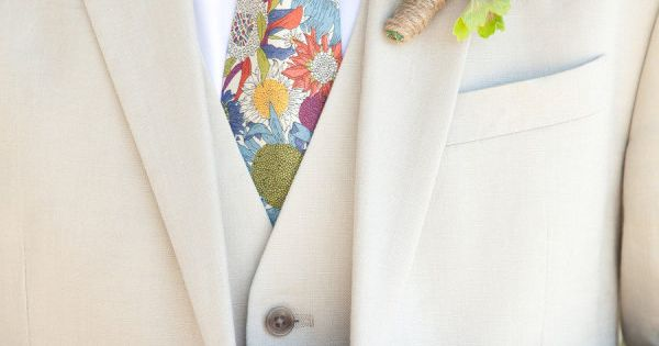 Lovin' this bout + tie combo! Photography by gillettphoto.com